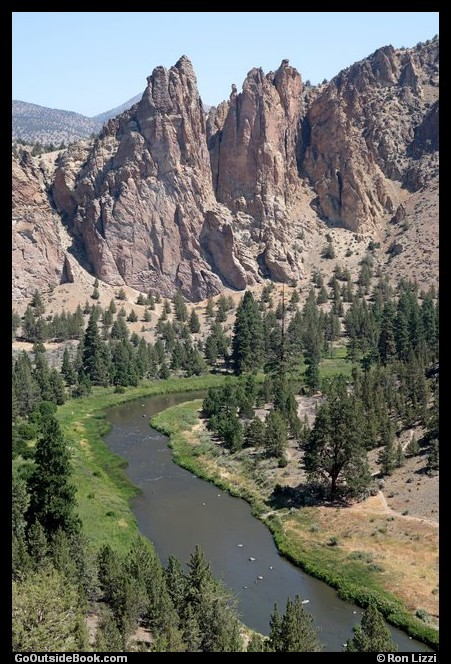 Monument and Crooked River - Smith Rock State Park, Oregon